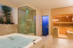 6 seater jacuzzi and sauna